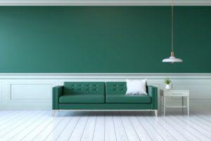 סלון ירוק עם קיר ירוק
