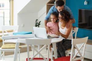 המשפחות בישראל מגלות שאפשר לשלוט בקלות על התזרים המזומנים שנכנס והוצאות השוטפות שלהם באמצעות מערכת של רייזאפ